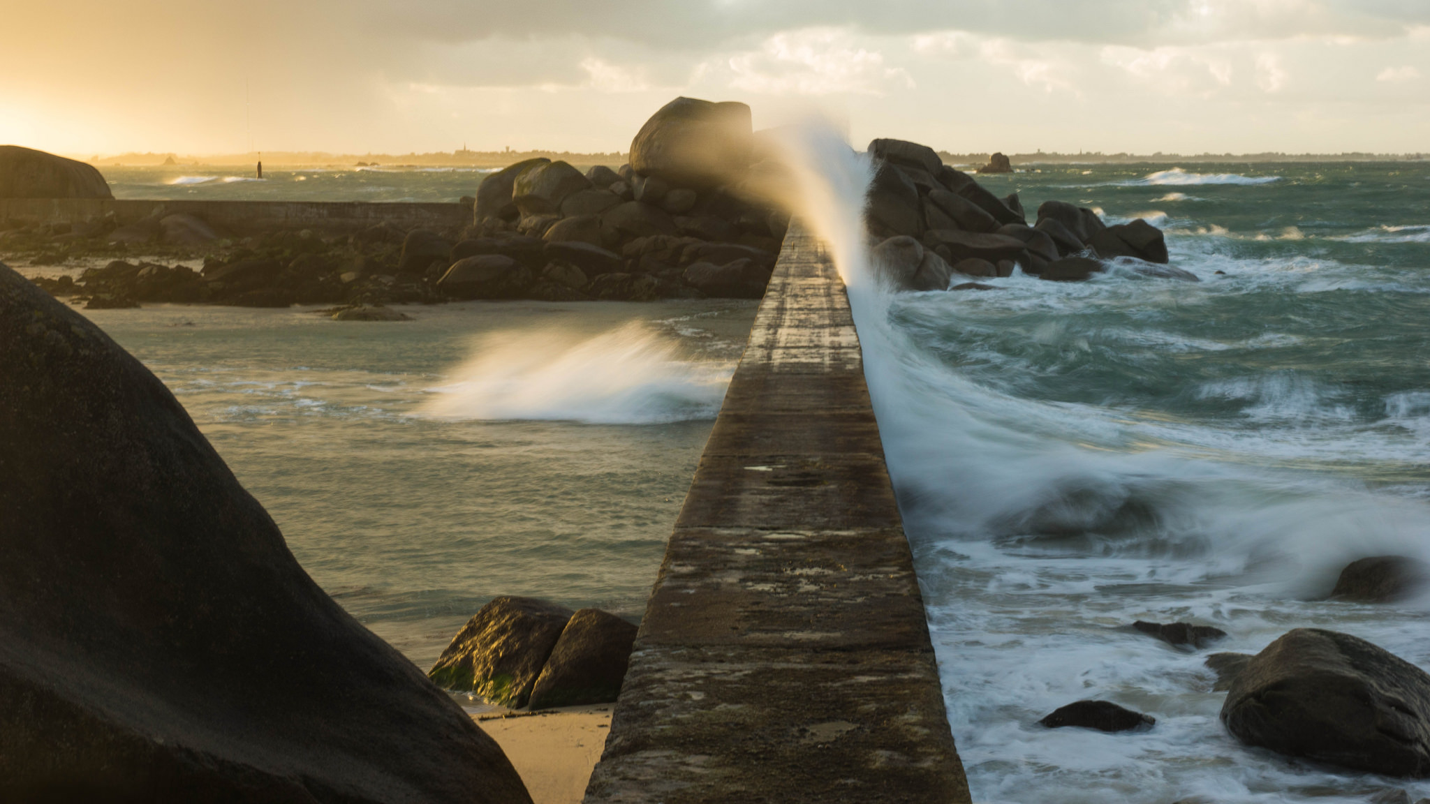 sea wall, hard engineering